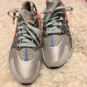 Nike Air Huarache | Size 7 |
